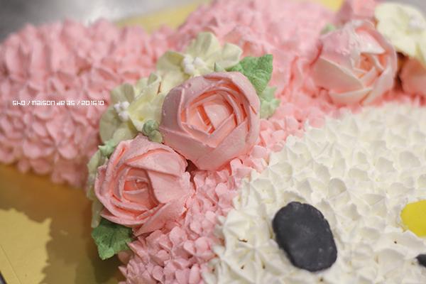 マイメロディ 立体ケーキ キャラデコ お花絞り