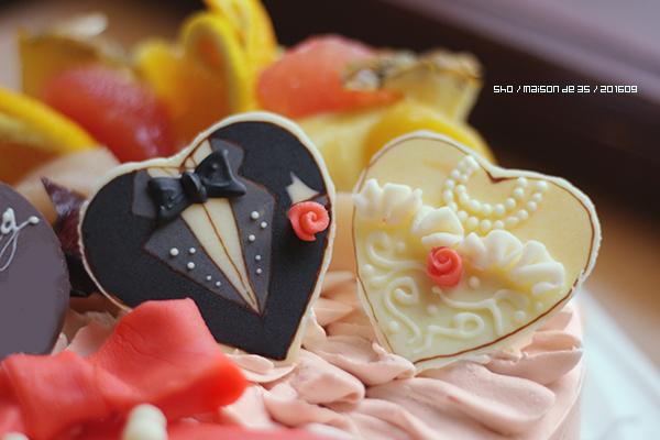 ウェディングケーキ フリル リボン パール ハートチョコ ドレス タキシード